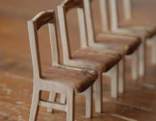 Игрушечный обеденный стол со стульями